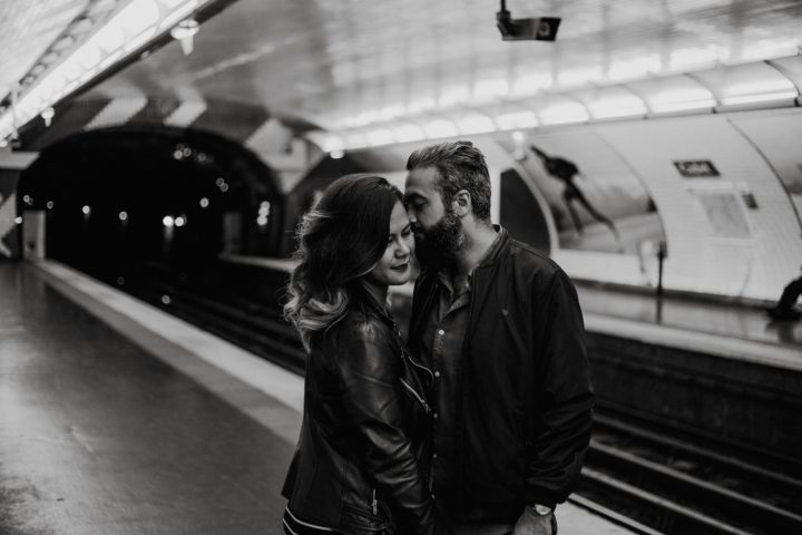 Seance couple métro paris