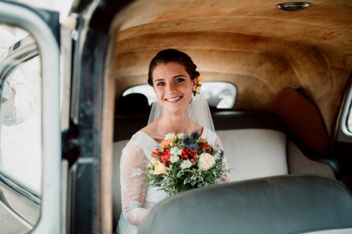 La mariée dans sa Citroën Traction