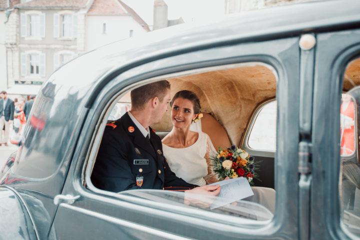 Les mariés dans la Citroën traction