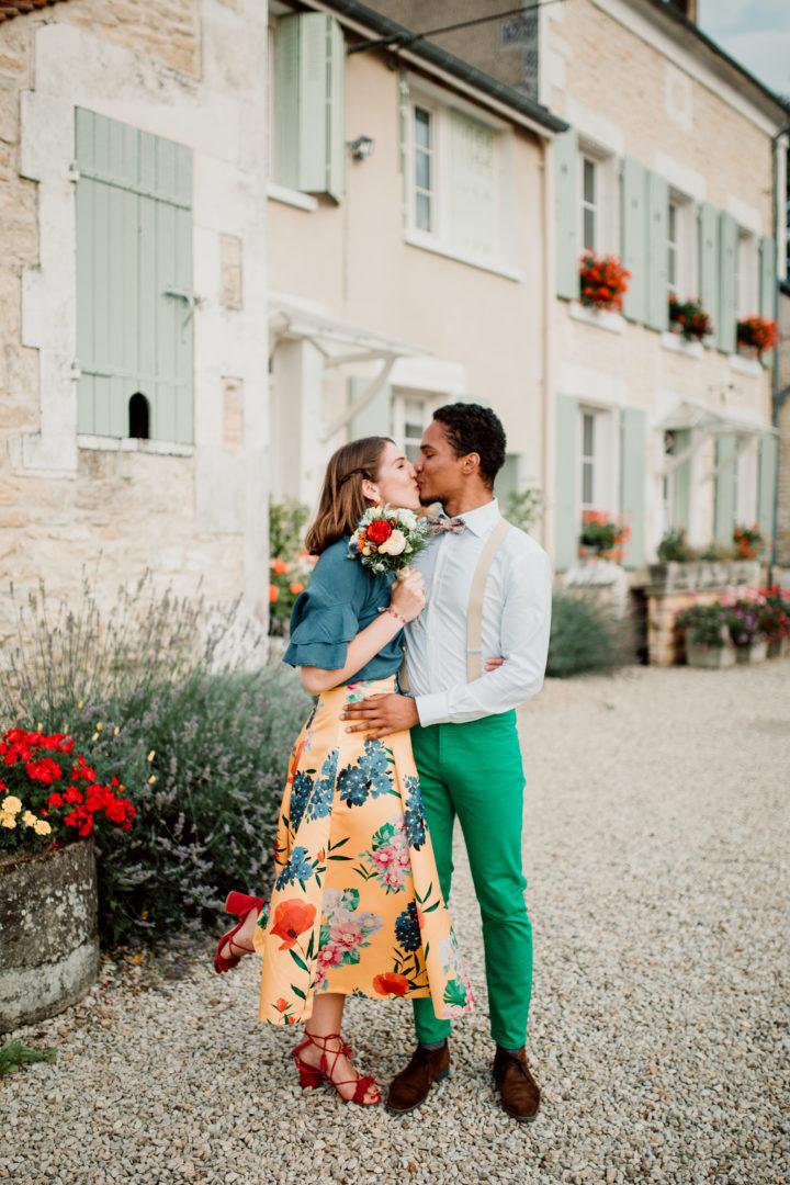 Femme ayant attrapée le bouquet de la mariée