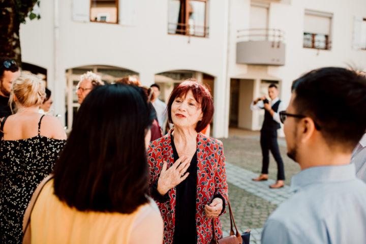 Rencontre des familles sur le parvis de la mairie de Metz-Tessy