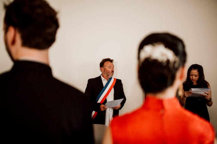 Officiants et traducteurs lors de la cérémonie civile de la mairie de Metz-Tessy