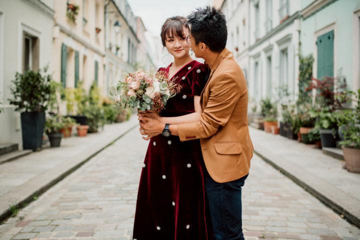 Couple amoureux rue Crémieux à Paris