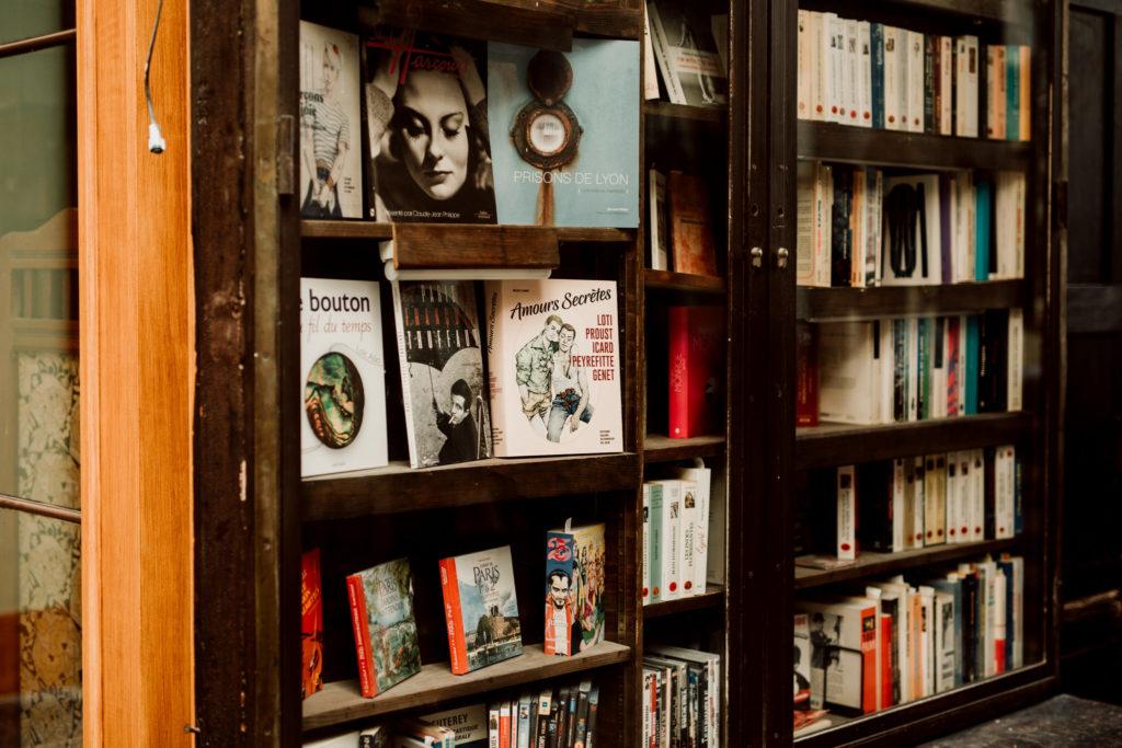 Livres d'une librairie de la galerie Vivienne à Paris.