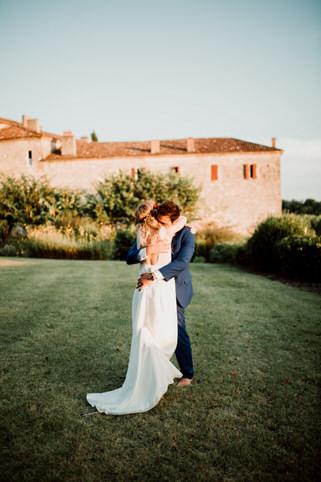 Photo de couple durant le mariage de Mathia et Marie au chateau de Poudenas